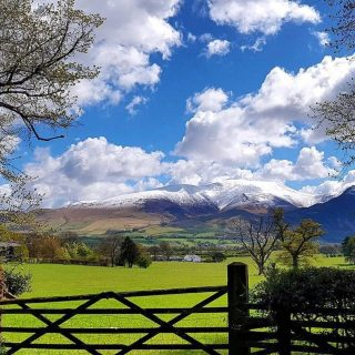 There's 'snow' place like home   Photo taken yesterday, but you would be forgiven to think it was back in January!   Skiddaw mountain looking beautiful as ever.  #skiddaw #mountain #bassenthwaite #bassenthwaitelake #lakedistrict #lakedistrictuk #snow #may #may2021