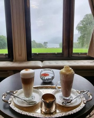 This is how you enjoy a rainy day in the Lake District 🌧   📷 @cpsnowball90   #hotchocolate #coffee #autumn #rain #rainyday #rainyafternoon #armathwaitehall